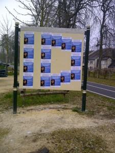 Collage dans le Cher pour soutenir nos camarades qui organisent la conférence de Robert Menard le 16 avril 2013 à la Charité sur Loire ! dans Collages identitaires berry photo-13-225x300
